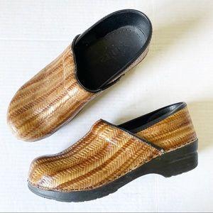 Sanita Tan & Brown Herringbone Textured Clog Shoes